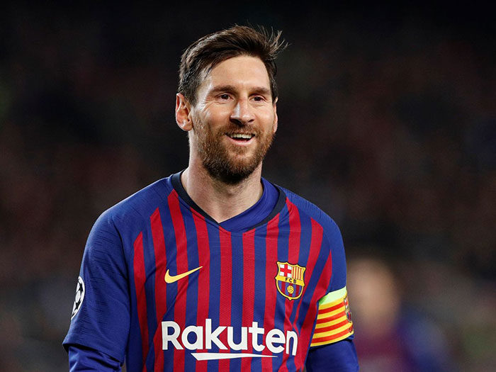 players-700x525 The Barcelona logo history and what the symbol means
