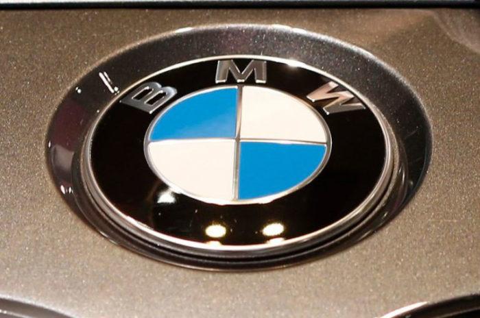 chữ bạc-700x464 Logo BMW có ý nghĩa và cách nó được thay đổi một chút qua các năm