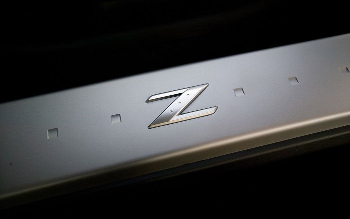 t3-43 The Nissan logo. What the symbol means and the company history