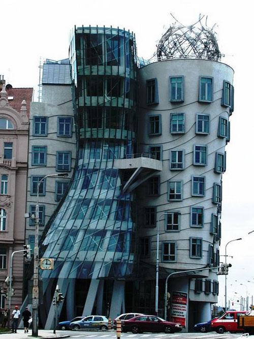 Dancing Building - Prague, Czech Republic architecture