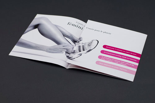 Between They Brochure Design Inspiration (64 ejemplos modernos de folletos)