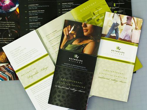 Inspiración del diseño de folletos Reynolda-Village (64 ejemplos de folletos modernos)