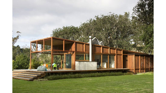 25 eco friendly houses made with natural materials for Best eco friendly house designs