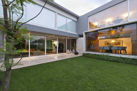 AE 2 Luxurious House