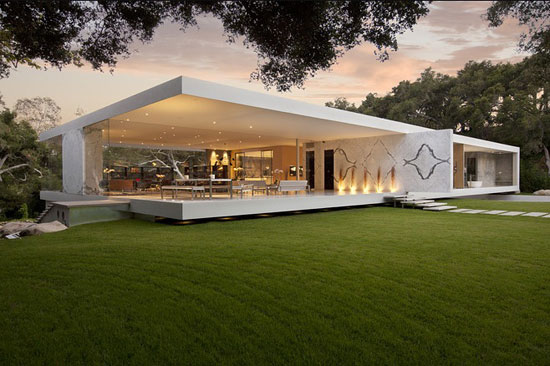 Glass Pavilion 1 Luxurious House