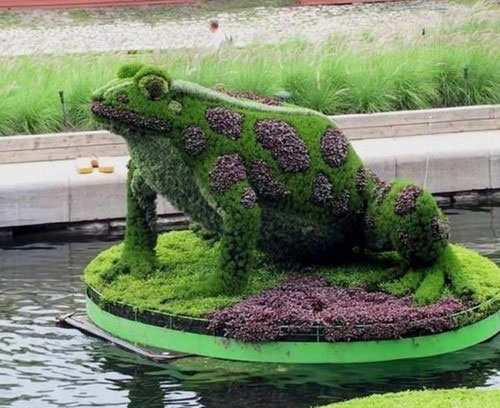 Green sculptures 5