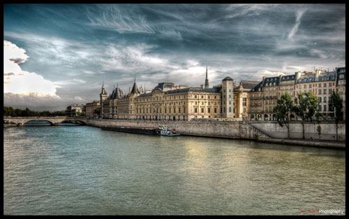 Paris - River side I wallpaper