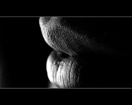 Black and white lips wallpaper